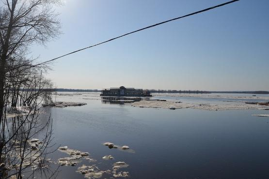 Samara restaurant swam away on the ice floe