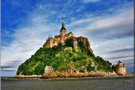 Threats of the unknown forced to leave the abbacy Mont-Saint-Michel out of tourists