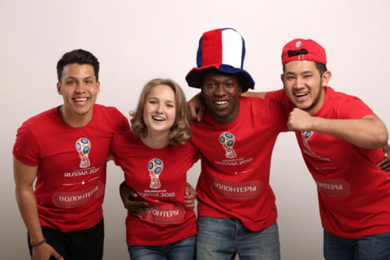 Foreign fans thanked the volunteers for their contribution to the 2018 World Cup