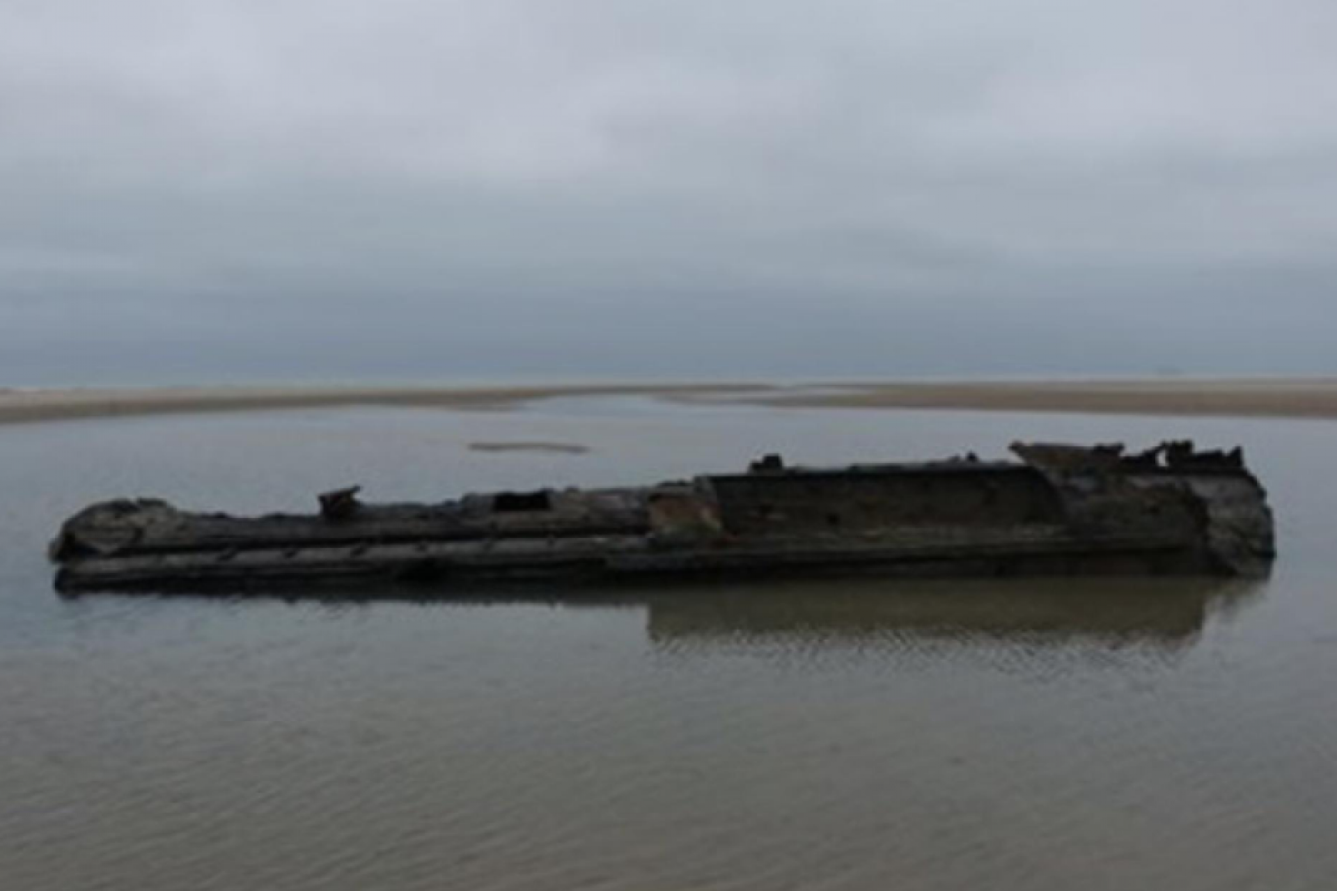 A German submarine from the time of the First World War arrived at the French beach.